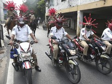 Unik! Polisi India Pakai Helm 'Corona' Demi Cegah Covid-19