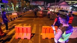 FOTO: Siasat Pemberlakuan Jam Malam untuk Cegah Corona