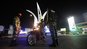 Polisi Diminta Tak Pakai Pentungan untuk Tertibkan PSBB