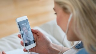 7 Cara Terlihat Menarik saat Video Call