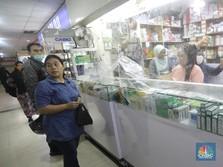 Warga Borong Obat, Rush Terjadi Saat Corona Meledak