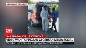 VIDEO: Viral Wanita Pingsan Dievakuasi Petugas Pakai APD