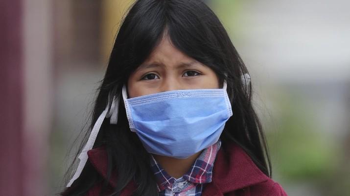 Studi temukan virus corona bisa menempel di permukaan luar masker surgical selama sepekan, dianjurkan  langsung buang dan tidak sering menyentuh bagian luar