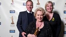 Aktris Shirley Douglas Meninggal Dunia karena Pneumonia