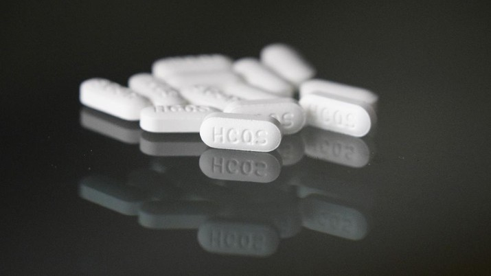 This Monday, April 6, 2020, photo shows an arrangement of hydroxychloroquine pills in Las Vegas. President Donald Trump and his administration kept up their out-sized promotion Monday of an malaria drug not yet officially approved for fighting the new coronavirus, even though scientists say more testing is needed before it's proven safe and effective against COVID-19. Trump trade adviser Peter Navarro championed hydroxychloroquine in television interviews a day after the president publicly put his faith in the medication to lessen the toll of the coronavirus pandemic. (AP Photo/John Locher)