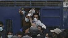 FOTO: 53 Dokter di Pakistan Ditangkap usai Tuntut Suplai APD