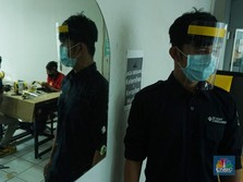 Intip Proses Pembuatan Pelindung Wajah Bagi Tenaga Medis RI