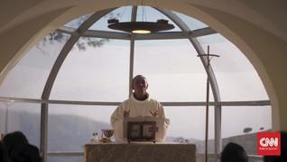 Gereja Kosong dan Hati Pastor yang Meleleh di Misa Online