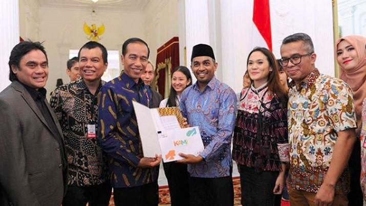 Kabar duka menyelimuti industri musik Tanah Air.