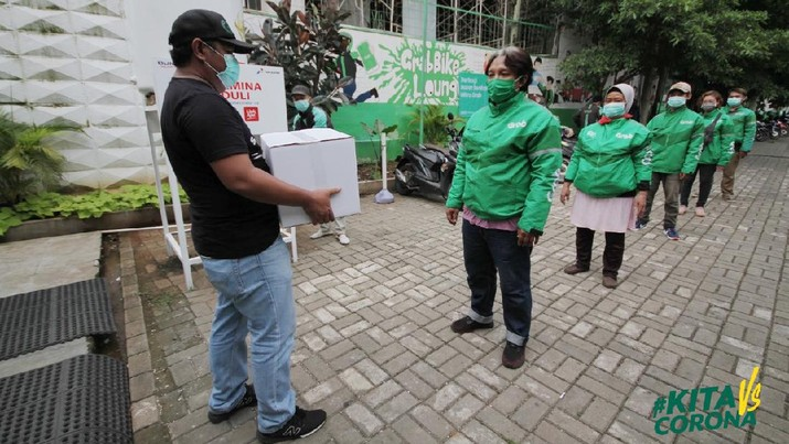 Mitra pengemudi GrabCar dan GrabBike di Jakarta, Bandung, Surabaya, Medan, Semarang,Yogya dan Makassar akan mendapat sembako.