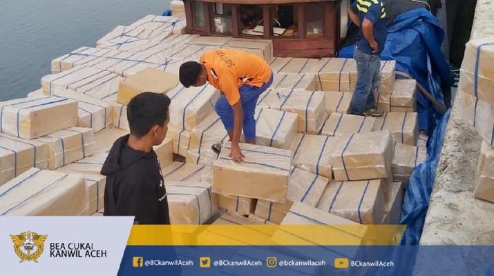 Bea Cukai Gagalkan Penyelundupan Rokok Impor Ilegal Asal Thailand di Perairan Tanjung Jambo Aye (Dok. Bea Cukai Aceh)