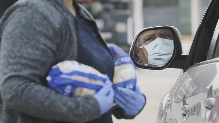 Imbas krisis Virus Corona, 10 Ribu KK di Texas antre makanan. (AP/Kin Man Hui)
