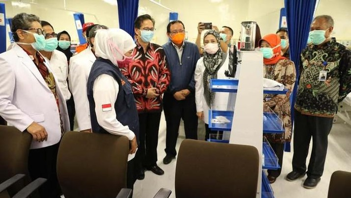 CT Corp bersama Bank Mega membantu renovasi Rumah Sakit Khusus Infeksi (RSKI) Unair Surabaya. (detikcom/Esti Widiyana)