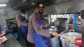 Dapur Umum ala TNI-Polri untuk Warga Terdampak Corona