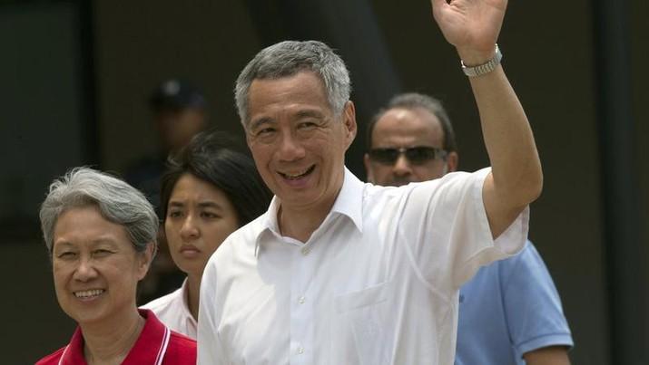 PM Lee Hsien Loong dan istri Ho Ching, 11 Sept  2015. (AP / NG HAN GUAN