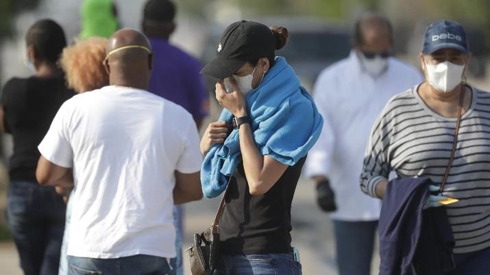 Ditengah Pandemi Covid-19, Warga AS Serbu Pantai di Florida. (AP/Wilfredo Lee)