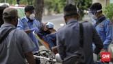 Evakuasi ini merupakan salah satu protokol kesehatan di tengah wabah corona. DKI Jakarta merupakan episentrum penyebaran covid-19.(CNNIndonesia.com/Adhi Wicaksono)