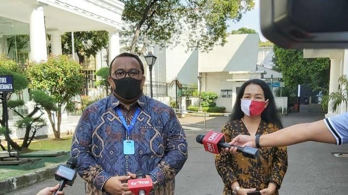 Sejumlah perwakilan buruh bertemu dengan Presiden Joko Widodo (Jokowi). Mereka adalah Presiden Konfederasi Serikat Pekerja Seluruh Indonesia (KSPSI) Andi Gani Nena Wea, Presiden Konfederasi Serikat Pekerja Indonesia (KSPI) Said Iqbal dan Presiden Konfederasi Serikat Buruh Sejahtera Indonesia (KSBSI) Elly Rosita Silaban.
