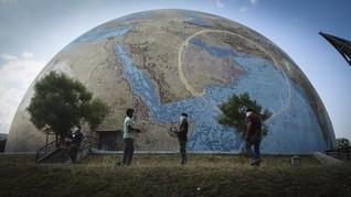 FOTO: 'Sunyi' Hari Bumi dan Dua Krisis yang Mengimpit