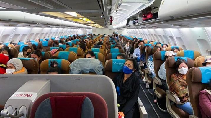 KBRI Colombo Repatriasi 335 Pekerja Migran Indonesia ke Denpasar dengan Garuda Indonesia. Dok: KBRI