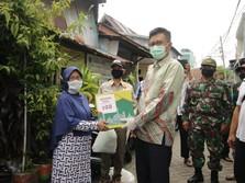 Pertamina Bagikan 400 Paket Sembako di Makassar