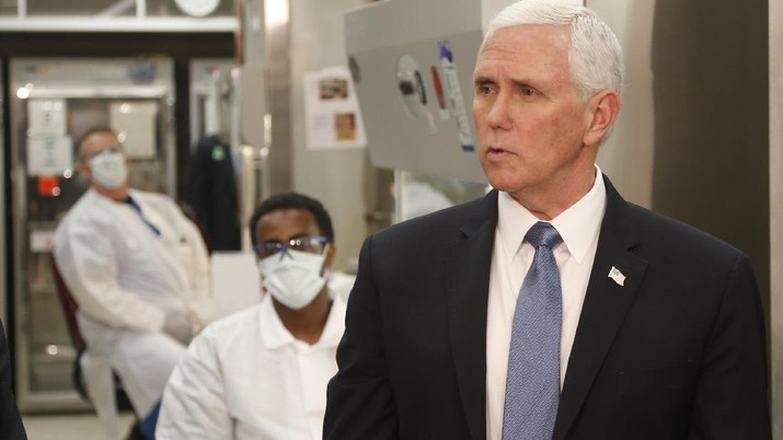 Vice President Mike Pence visits the molecular testing lab at Mayo Clinic Tuesday, April 28, 2020, in Rochester, Minn., where he toured the facilities supporting COVID-19 research and treatment. Pence chose not to wear a face mask while touring the Mayo Clinic in Minnesota. It's an apparent violation of the world-renowned medical center's policy requiring them. (AP Photo/Jim Mone)
