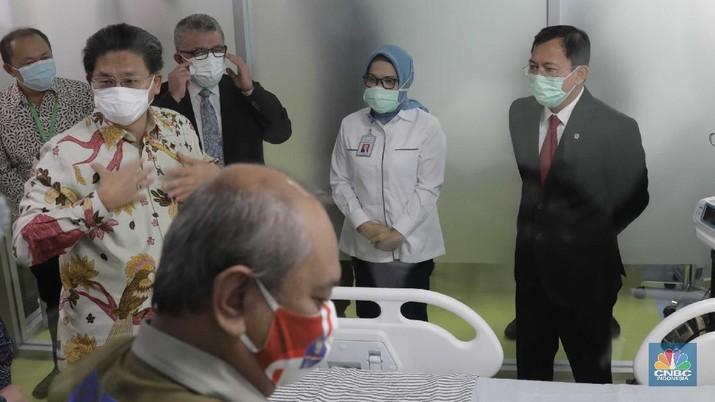 Penyerahan Perlengkapan Medis ICU dan HCU Gedung Kiara, RSUPN DR.Cipto Mangunkusumo Untuk Penanggulangan Covid-19. (CNBC Indonesia/Muhammad Sabki)