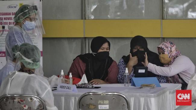 Keluarga merasa terbantu dengan layanan ini sehingga bisa melepas rindu dengan keluarga mereka yang tengah dalam perawatan. CNNIndonesia/Adhi Wicaksono