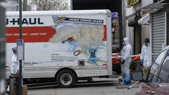 Truk Pendingin Pembawa Puluhan Mayat di Brooklyn, Amerika Serikat Rusak. AP/Craig Ruttle