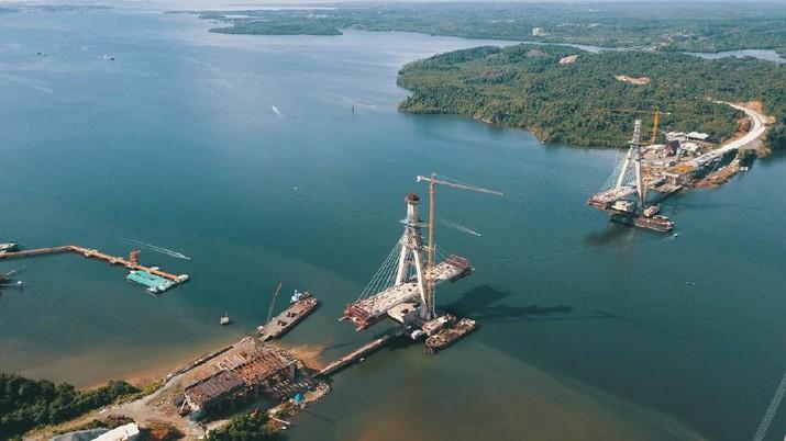 Jembatan Pulau Balang yang menghubungkan Balikpapan dengan Penajam Paser Utara melintasi Teluk Balikpapan. (Dok. Hutama Karya)