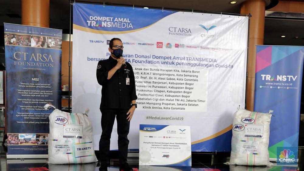 Dompet Amal TRANSMEDIA bersama CT ARSA Foundation Salurkan Donasi Tahap ke-4 untuk Penanganan Covid-19. (CNBC Indonesia/ Andrean Kristianto)
