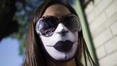 Tak hanya sebagai alat pelindung diri, keberadaan masker juga jadi medium berekspresi banyak masyarakat Amerika Latin. Dari masker, berbagai kreativitas saling bermunculan.(AP Photo/Ariana Cubillos)