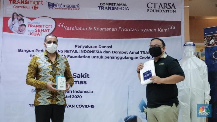 Melalui CT ARSA, Trans Retail dan Dompet Amal TRANSMEDIA Sumbang Donasi APD. (CNBC Indonesia/Andrean Kristianto)