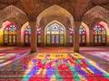 Masjid yang Disiram Cahaya Merah Muda di Iran