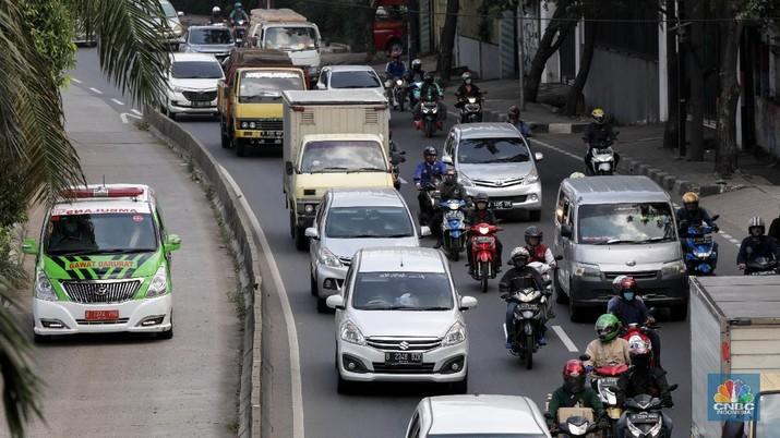 Kepadatan lalu lintas saat PSBB di Daan Mogot, Jalarta (CNBC Indonesia/ Andrean Kristianto)