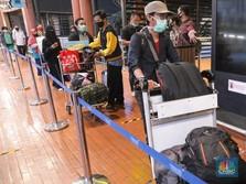 Penumpang di Bandara-Bandara 'Meledak', Ini Pemicunya