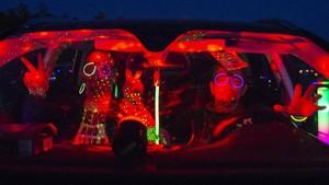 FOTO: Gembira Berdisko dari Dalam Mobil