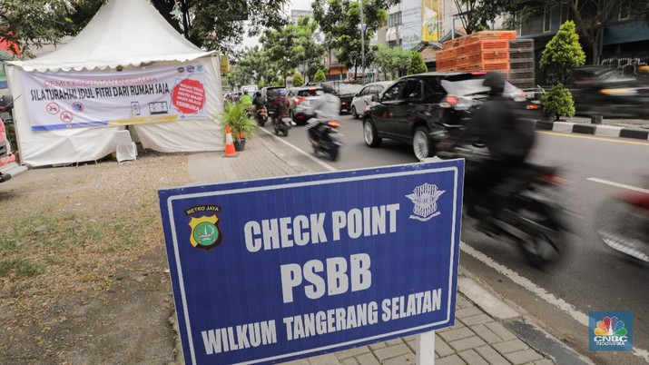 Pos Pemantauan PSBB Tanpa Penjagaan (CNBC Indonesia/ Andrean Kristianto)