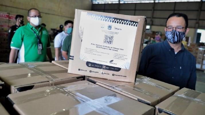 Paket bantuan sembako. Facebook Anies Baswedan