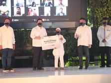 Menteri BUMN Bagikan 100.000 Paket Bantuan TelkomGroup
