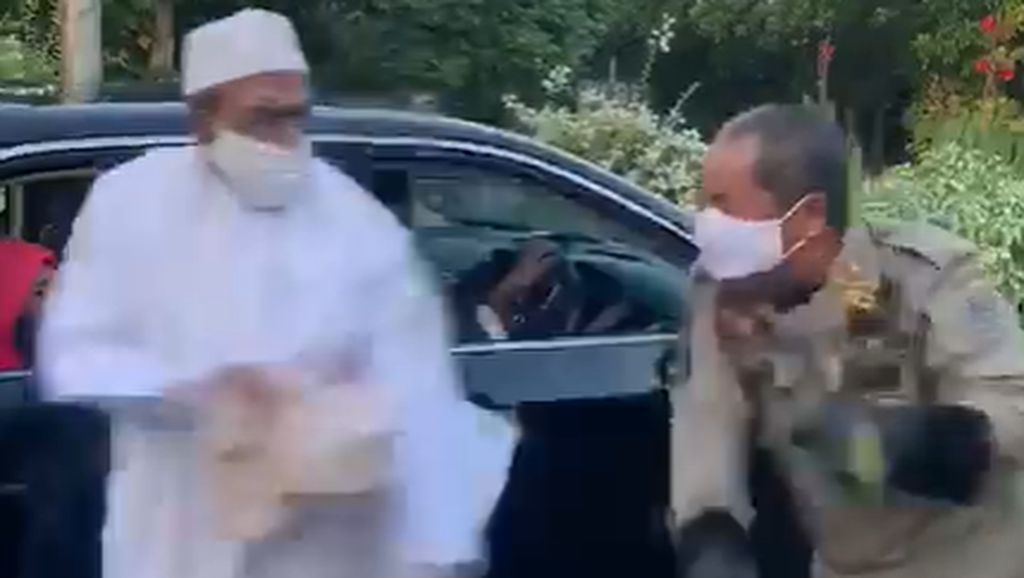 Sedan Mewah Camry yang Dinaiki Habib Umar Assegaf saat Lawan Petugas PSBB