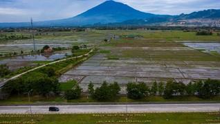 FOTO: Lengangnya Lalu Lintas di Tol Cipali H-3 Lebaran