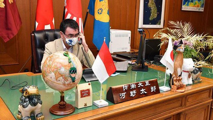 Menteri Pertahanan Kono mengadakan pembicaraan telepon dengan Menteri Pertahanan Prabowo dari Indonesia. (Dok. Twitter @ModJapan_en)