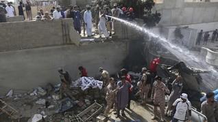 80 Jenazah Ditemukan di Lokasi Pesawat Pakistan yang Jatuh