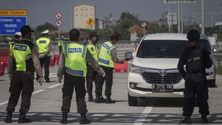 Cegah Arus Balik, Polisi Sekat Jalan di Ruas Tol Jawa Timur