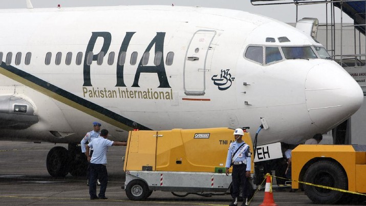 A Pakistan International Airlines passenger jet is parked on the tarmac at a military base in Makassar, Indonesia, Monday, March 7, 2011. Officials say two Indonesian fighter jets have forced the plane to land after entering Indonesian air space without authorization. (AP Photo)