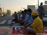 Jakarta Sampai Makassar, Warga Gelar Salat Id di Lapangan