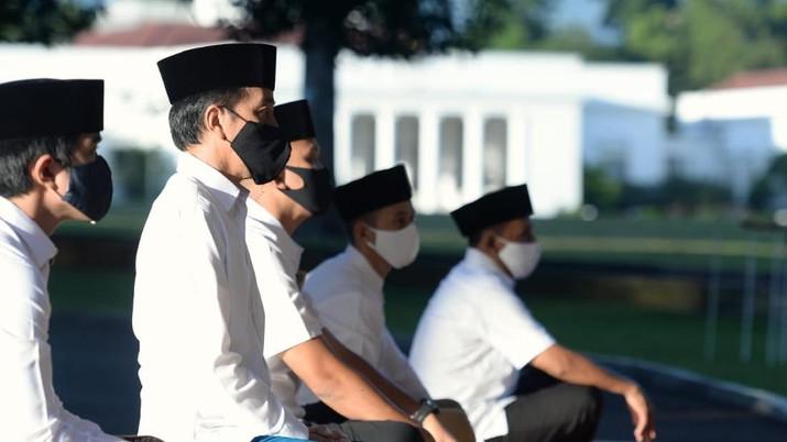 Presiden Jokowi Salat Idulfitri di Halaman Wisma Bayurini (Biro Pers Sekretariat Presiden/ Lukas)