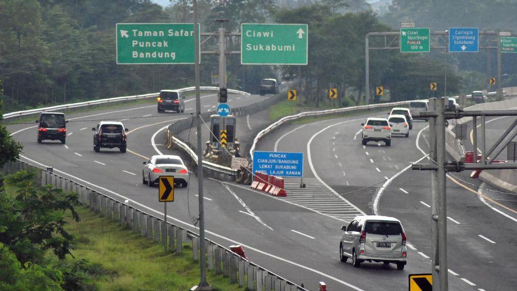 Polisi 'Usir' Kendaraan Pelat B yang Liburan ke Puncak
