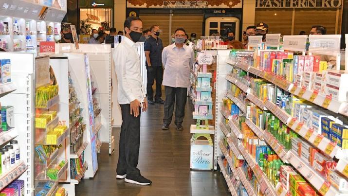 Presiden Joko Widodo meninjau Mal Summarecon (Dok Agus Suparto)